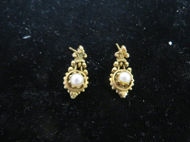 Antique Gold and Pearl Earrings.