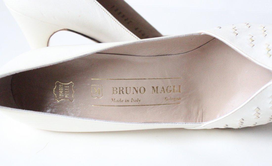 Bruno Magli White Leather Pumps, Sz 7 AAA - 3