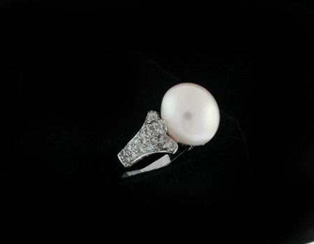 3001: GOV: 1.45CT Pearl and Diamond Ring, INVESTMENT!!