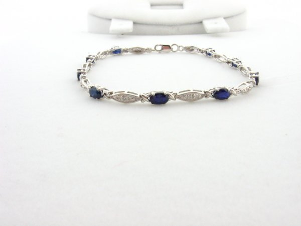 24: GOV: 2.88CT Sapphire and 0.01CT Diamond Bracelet, I