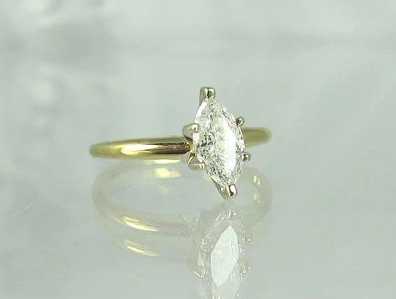 722: 14 kt. Gold, 0.59CT Marquise Diamond Ring, INVESTO