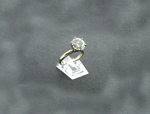 1018: APP.: $39K, 14 kt. Gold, 3.08CT Diamond Solitaire