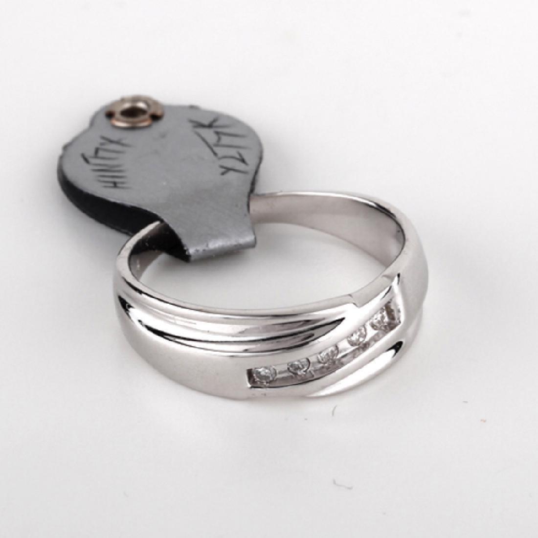 *Fine Jewelry 14KT White Gold, 0.10CT Diamond Ring (FJ