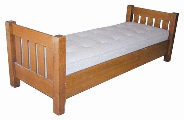 71: Mission Oak Day Bed by Stickley