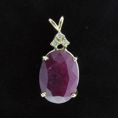 758: APP: 16.2k 14 kt. Gold, 22.13CT Ruby & 0.12CT Dia.