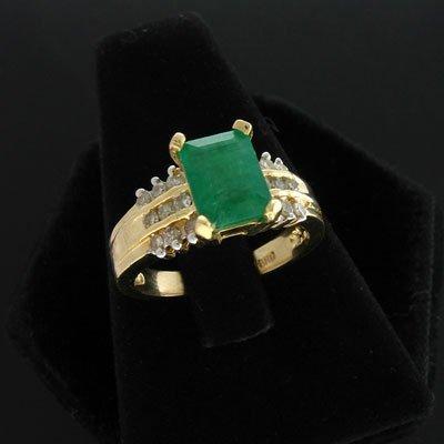 1915: APP: 7.3k 14 kt. Gold, 1.40CT Emerald & 0.18CT Di