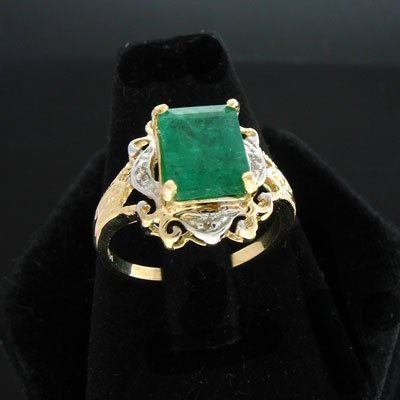 2: APP: $4.9k 14 kt. Gold, 2.60CT Emerald and 0.04CT Di