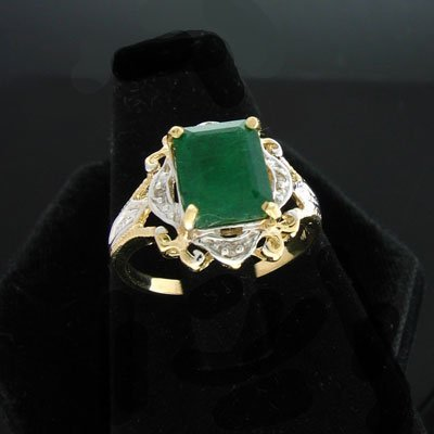 14: APP: $3.9k 14 kt. Gold, 2.10CT Emerald and 0.04CT D