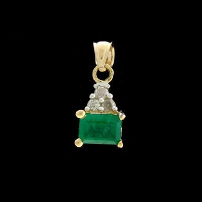 5326: APP: 2.5k 14 kt. Gold, 1.10CT Emerald and 0.09CT