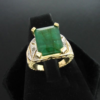 5338: APP: 3.5k 14 kt. Gold, 4.68CT Emerald and 0.24CT