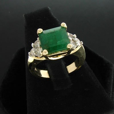 5350: APP: 4.8k 14 kt. Gold, 2.51CT Emerald and 0.42CT