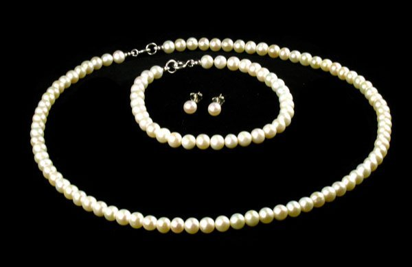 306: Pearl Necklace, Bracelet and Earring Set