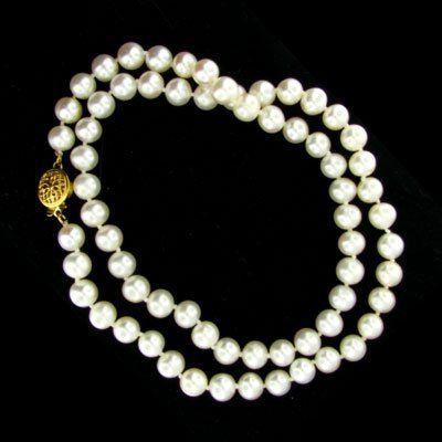 1827: 14 kt. Gold, Pearl Necklace - Beautiful Gift Idea