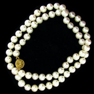 803: 16 kt. Gold, Pearl Necklace - Beautiful