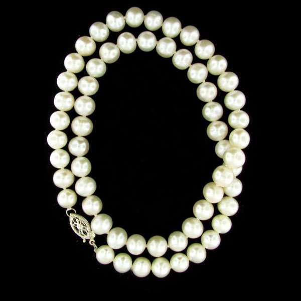 "231: 17"" Pearl Necklace - Beuatiful"