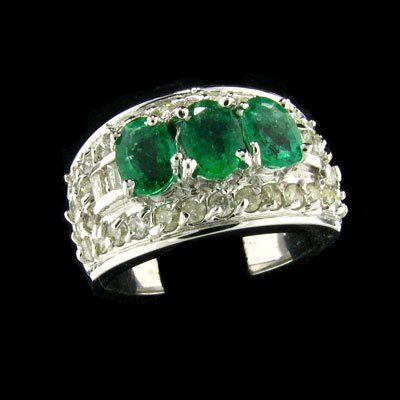 2547: APP: $14.4k 14 kt. White Gold, 1.05CT Emerald and