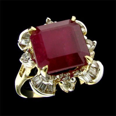 4518: RRV, APP: $22.8k 14 kt. Gold, 5.88CT Ruby and Dia