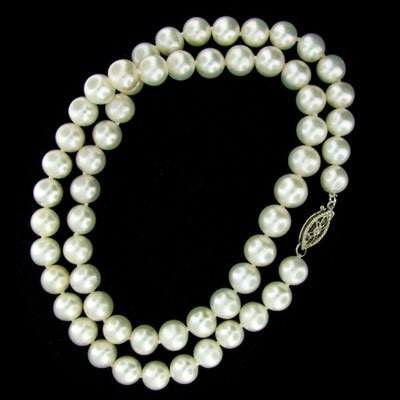812: Single Strand 16'' 7mm Pearl Necklace