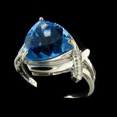 3004: 14 kt. White Gold, 4.28CT Blue Topaz and Diamond