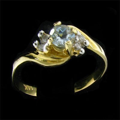 3006: 14 kt. Gold, 0.21CT Aquamarine and Diamond Ring