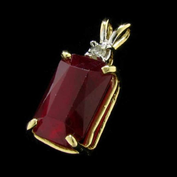 31: APP: 30.9k 14 kt. Gold, 9.57CT Ruby and Diamond Pen