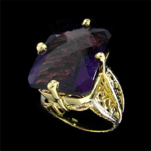 37: APP: 9.4k 14 kt. Gold, 29.04CT Amethyst and 0.03CT