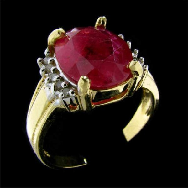 29: APP: 7k 14 kt. Gold, 3.92CT Ruby and Diamond Ring