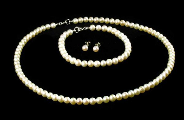 1: Pearl Necklace, Bracelet and Earring Set