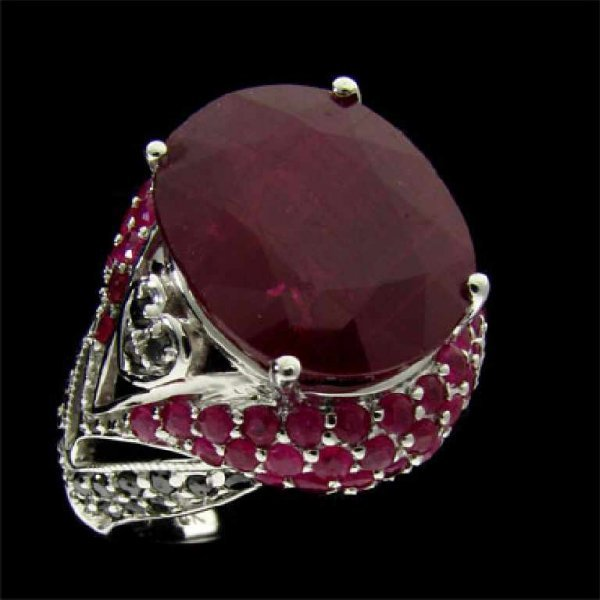 31: APP: 17.3k 14 kt. White Gold, 12.10CT Ruby and Diam