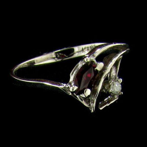 14 kt. White Gold, 0.18CT Ruby & Diamond Ring