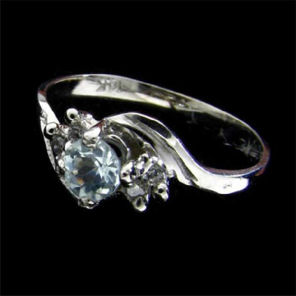 29: 14 kt. White Gold, 0.21 Aquamarine and Diamond Ring