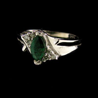 14 kt. White Gold, 0.40CT Emerald & Diamond Ring