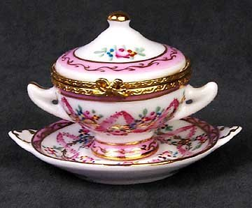 Tureen Shaped Hinged Box - Contemporary Collectible