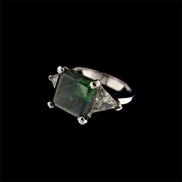 APP: 109.4k 14 kt. White Gold 4.70CT Green Diamond Ring
