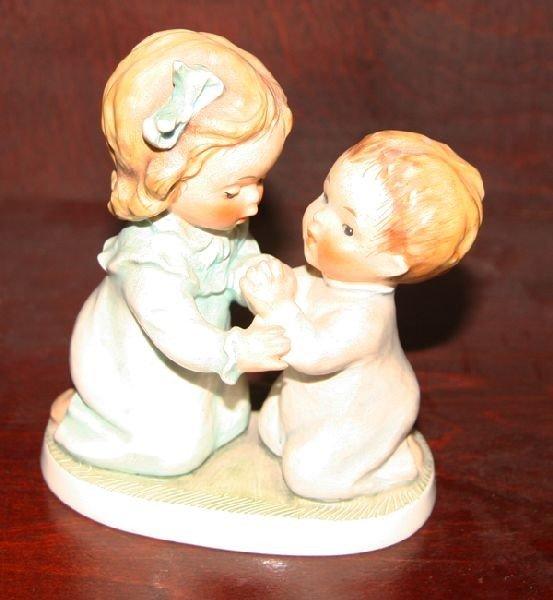Sm Bee-Boy & Girl on Knees in Prayer