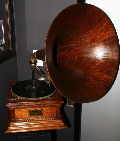 Fully Restored Early Oak Horn Victor Phonograph