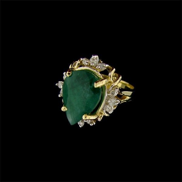 APP: 9k 14 kt. Gold, 4.91CT Emerald & Diamond Ring
