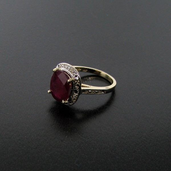 APP: 3.8k 4.02CT Ruby 14 kt.  Gold, Ring