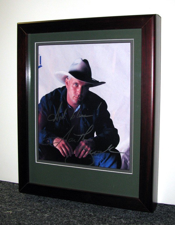 GARTH BROOKS Garth Brooks, Framed Authentic Autograph