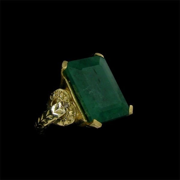 APP: 19.3k 8.66CT 14 kt. Gold, Emerald & Diamond Ring
