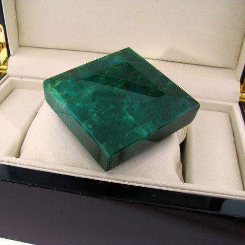 APP: 238.4k 1,641.80CT Emerald Gemstone