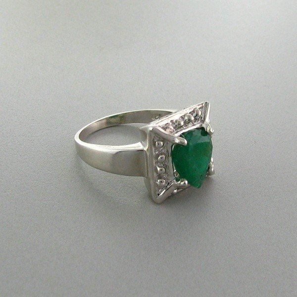 APP: 2.9k 1.74CT Emerald & Sterling Silver Ring