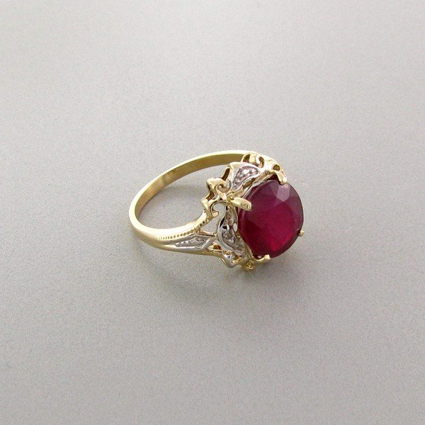 APP: 4k 14kt Gold, 3CT Ruby & Diamonds Ring