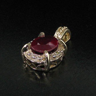 APP: 5k 14 kt. Yellow & White Gold, 4.50CT Ruby Pendant