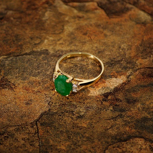 APP: 5.3k 14 kt. Gold, 1.43CT Emerald & Diamond Ring