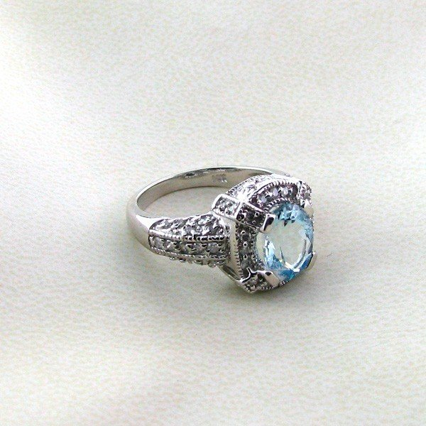 APP: 9k 14kt White Gold, 2CTAquamarine & Diamond Ring