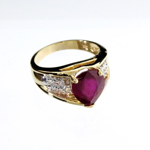 APP: 6.9k 14 kt. Gold, 3.84CT Ruby Ring