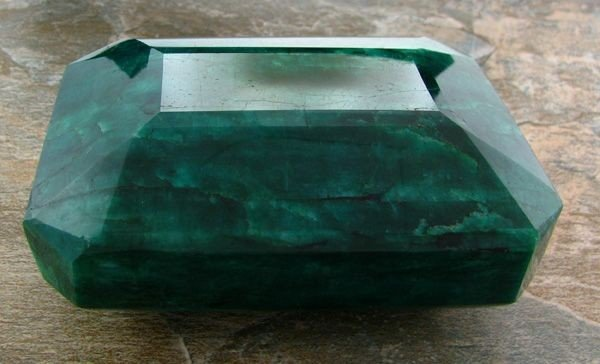 APP: 379.2k 5,660.00CT Green Emerald Gemstone