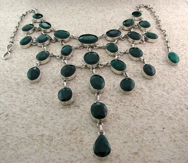 APP: 40k 322CTGreen Sapphire & Sterling Silver Necklace