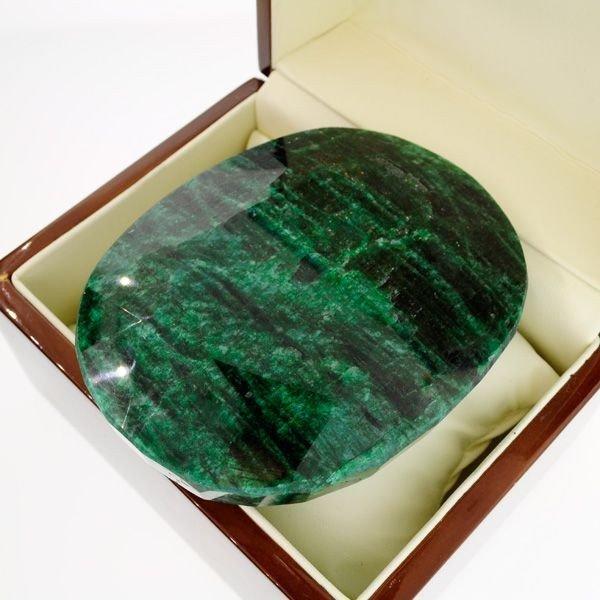 APP: 94.6k 1,785.80CT Green Emerald Gemstone